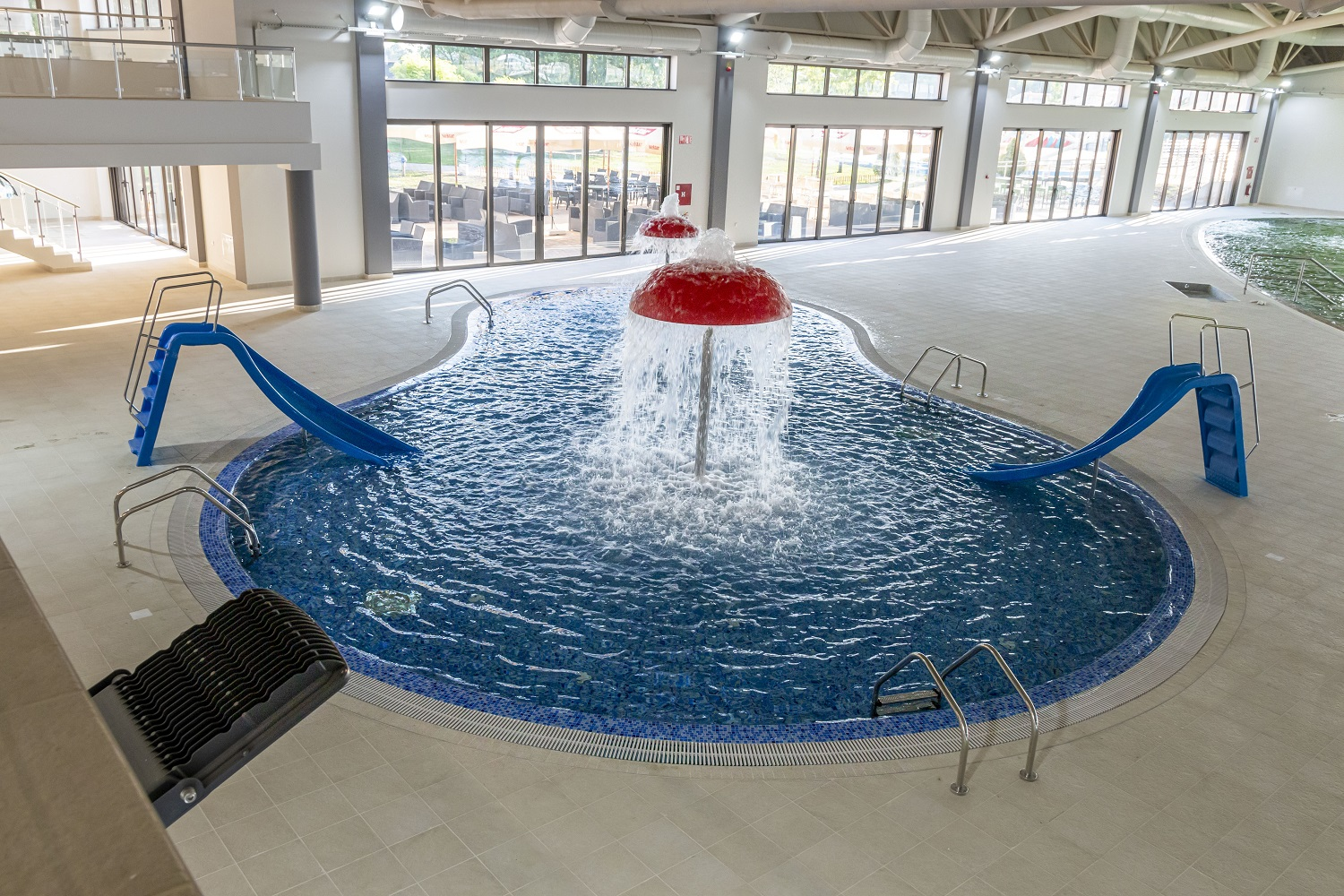 CHILDREN'S POOL WITH  FUNNY ATTRACTIONS